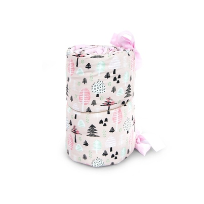 Ochraniacz do łóżeczka różowy Las 30x150 dla dziewczynki