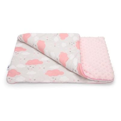Pastelowy Kocyk Minky do wózka - Różowe Chmurki 75x50 z wypełnieniem.