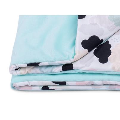 Bawełniany Kocyk Velvet dla niemowlaka - Patelowe chmurki 75x100 do wózka, fotelika i łóżeczka.