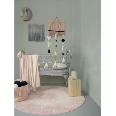 Dziecięcy Kosz na zabawki pleciony z frędzlami - Tassels Vintage Nude Różowy Lorena Canals dla dziewczynki