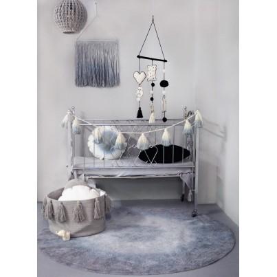 Kosz na zabawki pleciony z frędzlami Tassels Light Grey Szary Lorena Canals dla dzieci