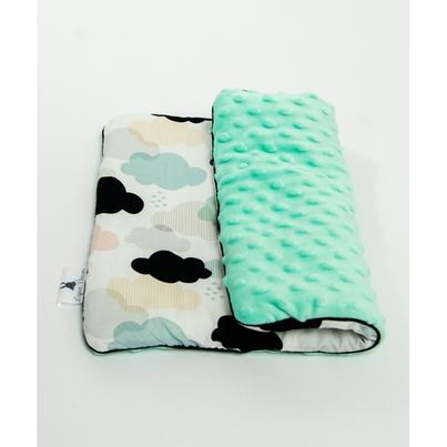 Płaska Mała poduszka dziecięca Pastelowe Chmurki 30x40 do wózka i łóżeczka.